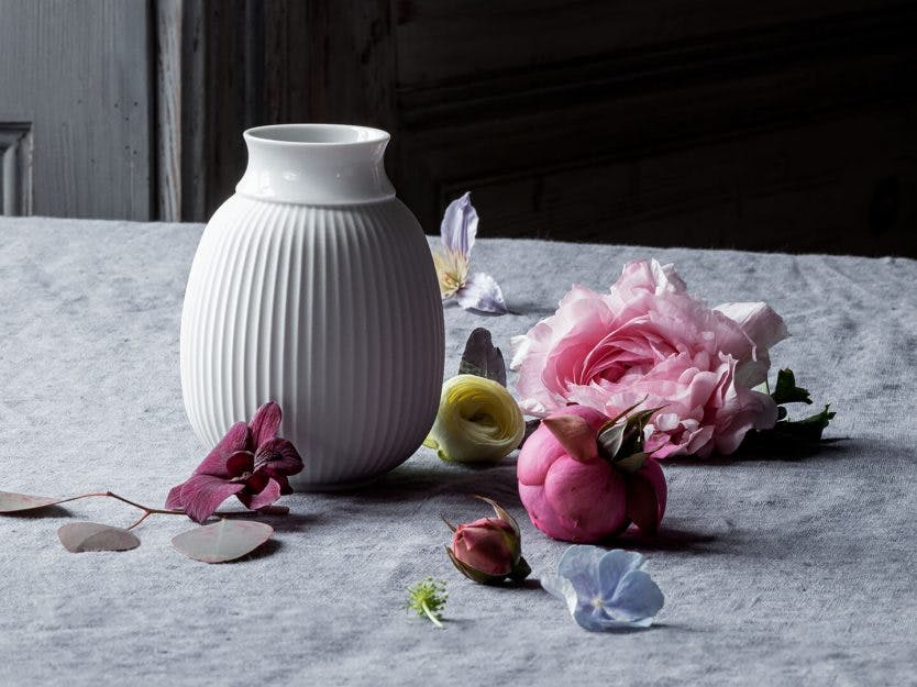 5 utg. av BoligPluss + Lyngby Curve-Vase fra Lyngby Porcelæn