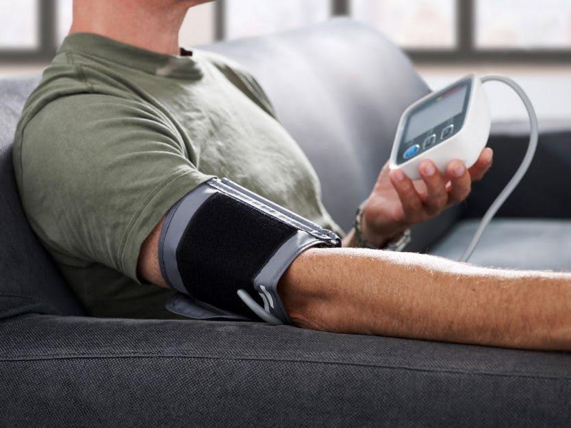 Få 3 utg. av HISTORIE + Digital blodtrykksmåler